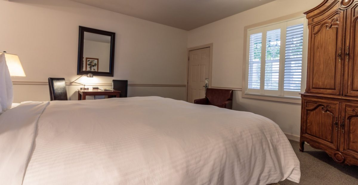 A Standard King Room at Wine Country Inn